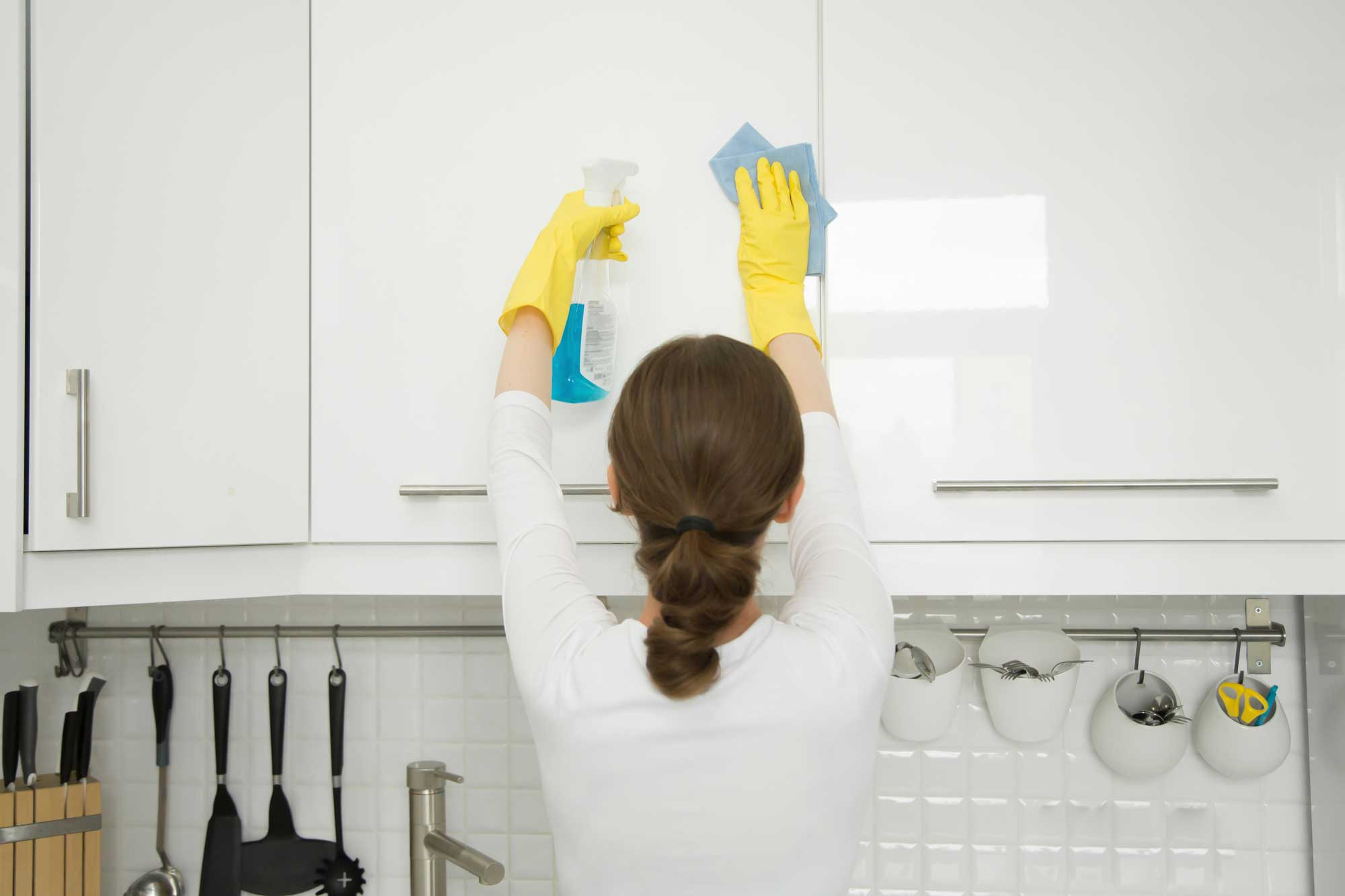 plh-woman-cleaning